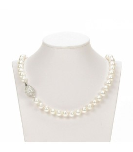Single strand almost round pearl necklace
